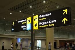 デンパサール空港 案内看板
