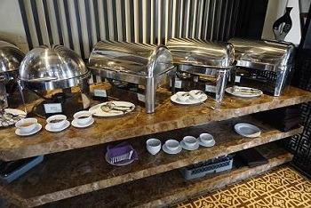 朝食 ロイヤルリバーサイドホイアン ホットミール