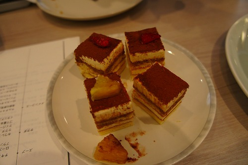 こちらのケーキは、アニバーサリーケーキをカットしていただいたものです。