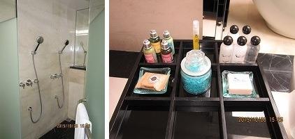 ヴィラ アイル バリ ブティック リゾート 1ベットルームスイート バスルームとアラムゼンポールのバスセット