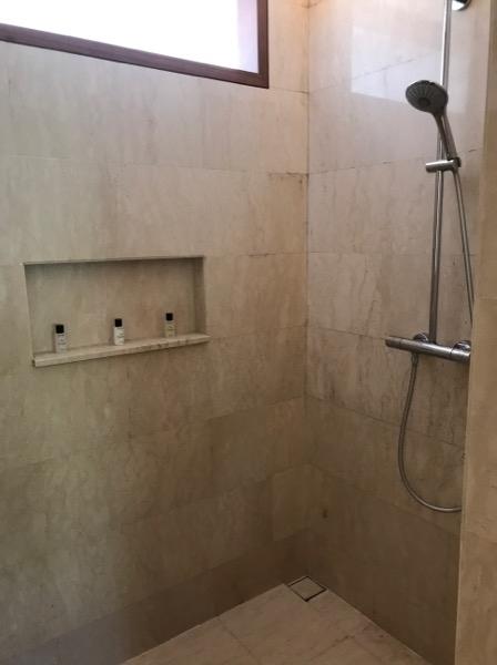シャワーとバスタブが分かれているのは嬉しいポイントですね。