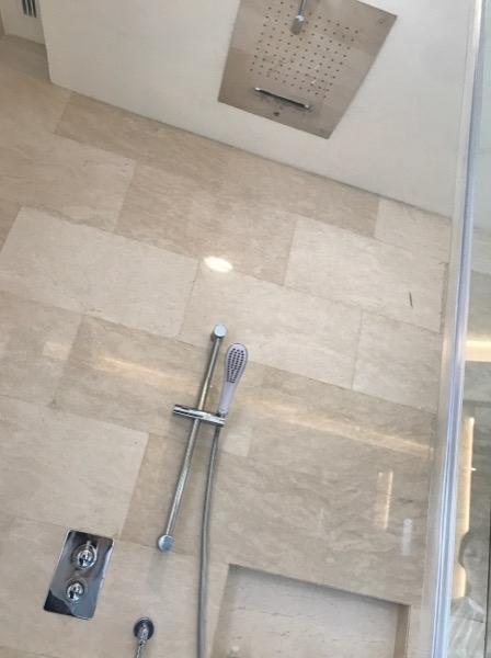 シャワーはハンドシャワーと2種類あります。