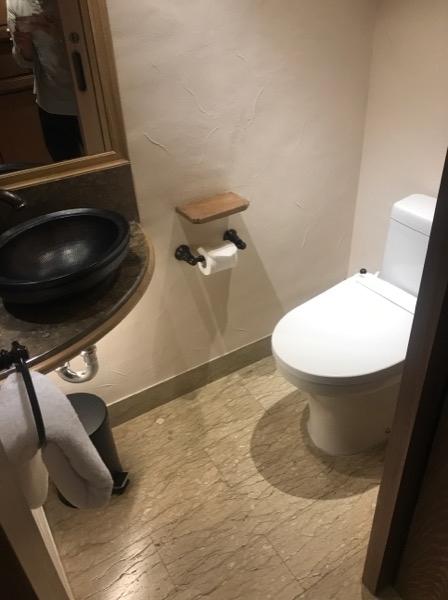 お手洗いとお風呂が別々なのは、日本人にとって有難いポイントです!