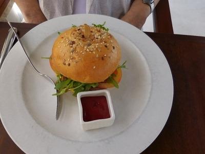 ザ・バレ フェイシス・レストラン ハンバーガー