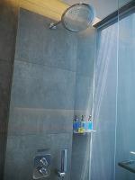 アイズ スミニャック デラックスルーム シャワー