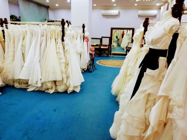 ※広々としたドレスルームは目移りするほどのドレスをご用意。