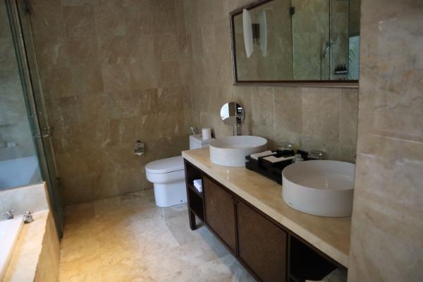 ベッドルームだけでなく、バスルームも4つある為安心です。