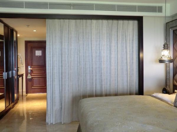 アヤナ リゾート&スパ バリ バスルーム カーテン
