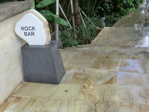 ロックバー 入口