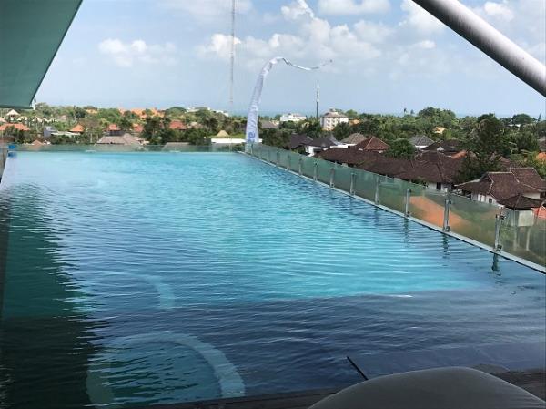 アイズ スミニャック 屋上プール