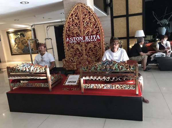 アストン クタ ホテル&レジデンス バリの木琴の演奏