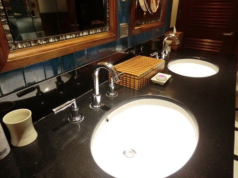 デュープレックススイート 洗面台