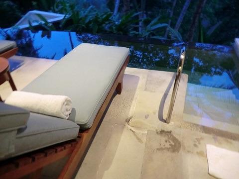 フォーシーズンズ リゾート バリ アット サヤン フィットネスジム 温水のジャグジー