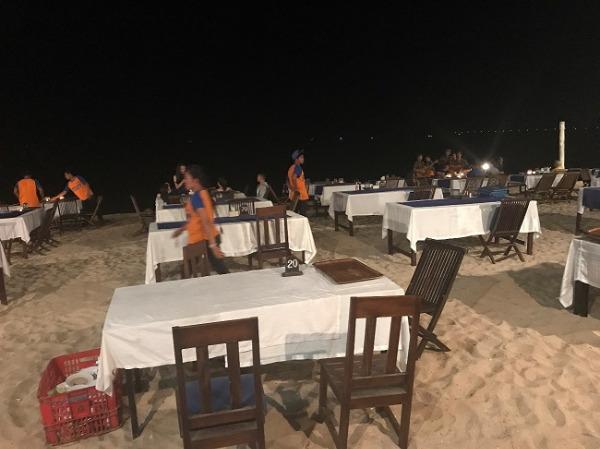 ジンバランカフェ ビーチ上の席