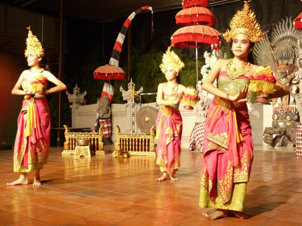 クマンギレストラン バリ島伝統舞踊のレゴンダンス