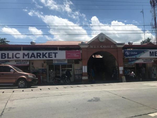 ボホール島 バグラヨン教会隣の市場