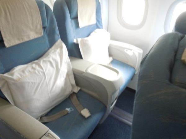 ビジネスクラスは2席:2席の配列