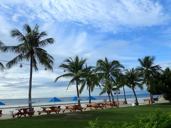 ボホールビーチクラブ 朝食会場前のビーチ
