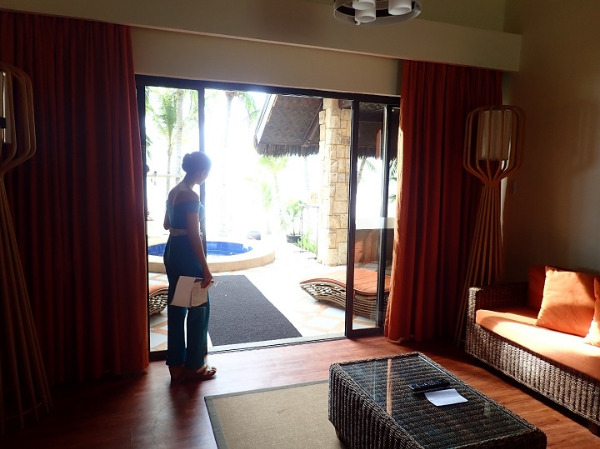 サウスパームスリゾート パングラオヴィラ リビングから外へ