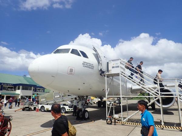 ボホール タグビララン空港 到着
