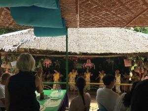 ボホール島 ロボックリバークルーズ 地元の方のダンスショー