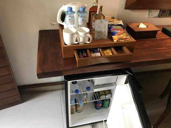 デラックスプールサイドプライベートバルコニー ミニバーと冷蔵庫