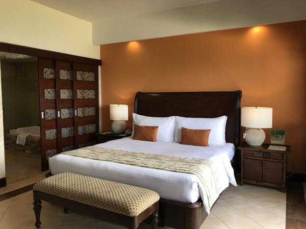 コスタベラ・トロピカル・ビーチ・ホテル サンライズスイートコーナー ベッドルーム