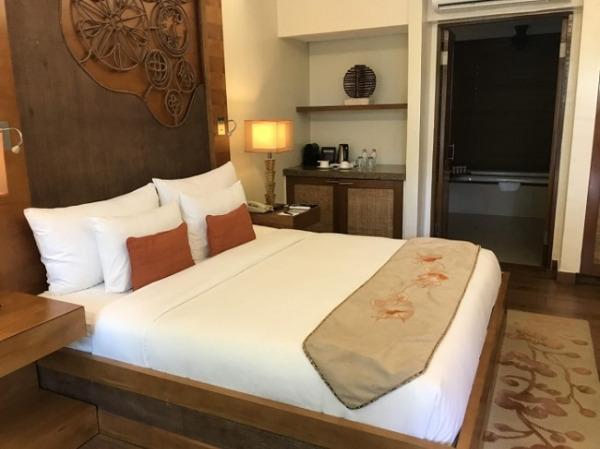 クリムソン リゾート&スパ マクタン デラックスガーデンルーム ベッドルーム