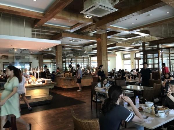 クリムソン リゾート&スパ マクタン レストラン「Saffron Cafe」