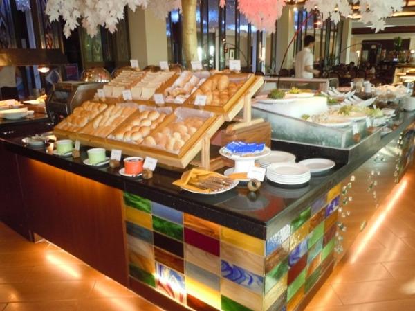 ウォーターフロント・エアポート・ホテル&カジノ・マクタン 朝食会場「UNO」