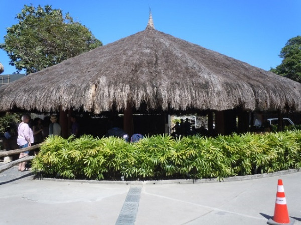 ブルーウォーター マリバゴ ビーチ リゾート 茅葺き屋根のロビー(外観)