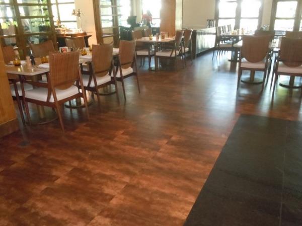 クリムソン リゾート&スパ マクタン レストラン「サフロンカフェ」