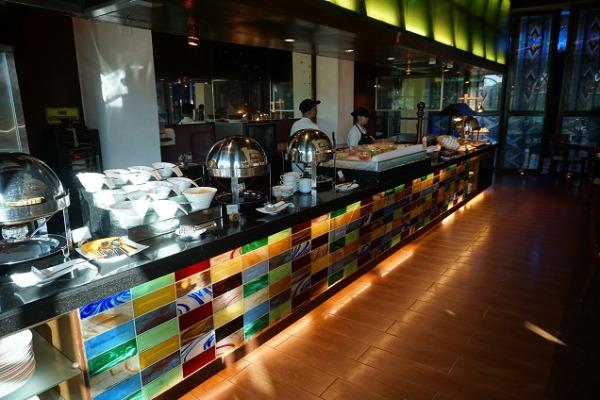 ウォーターフロント・エアポート・ホテル&カジノ・マクタン メインレストラン「ウーノ」