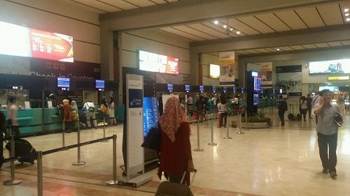 ジャカルタ空港 乗り継ぎ
