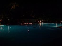 パドマバリ 夜のプール