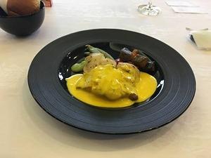 ビジネスクラス機内食 メインディッシュ「白身魚のサフランベローテと野菜」