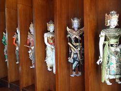 「ボネカレストラン」 インドネシアの人形達