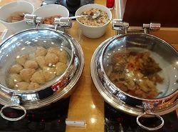 ザ・セントレジス バリ リゾート 朝食 温かい料理が置かれているコーナー