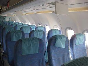 フィリピン航空 エコノミークラス *モニターは頭上ののみ*