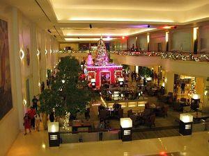 ウォーターフロント セブシティ ホテル *クリスマスムード満載のロビー*
