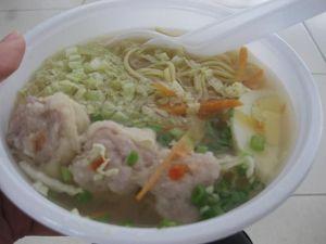 マニラ空港 国際線 *売店で麺を買いました。普通においしかったです*