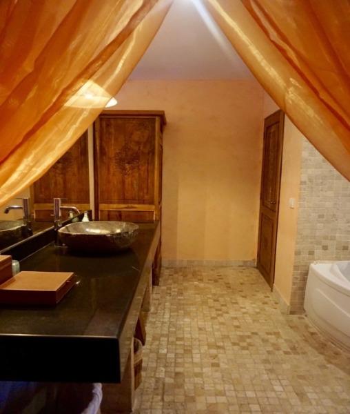 クプクプバロンヴィラス&ツリースパ デラックススイート バスルーム