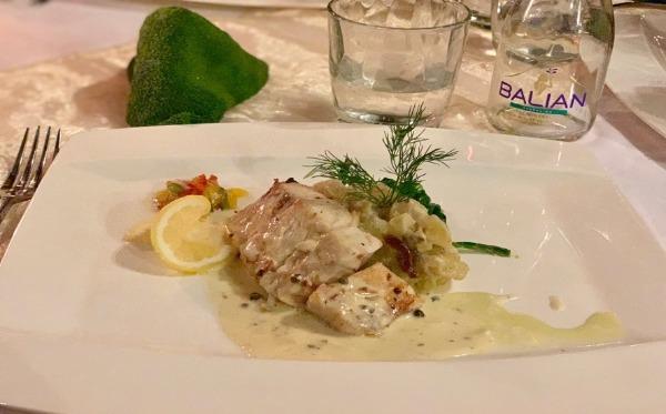 クプクプバロンヴィラス&ツリースパ ラビュー レストラン&バー メニュー