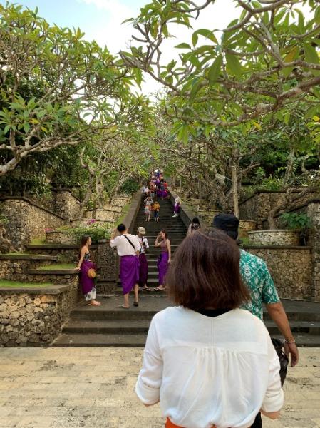 ウルワツ寺院とケチャファイヤーダンス鑑賞 寺院散策
