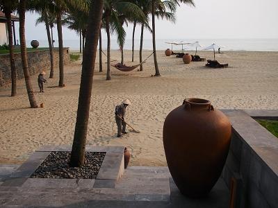フォーシーズンズリゾート・ナムハイ・ホイアン 砂浜整備